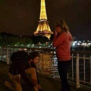 Tying ShoeLace in Paris