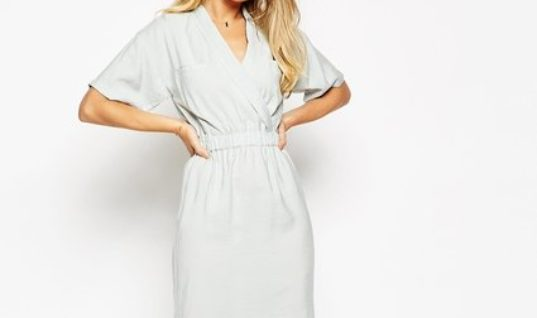 Get Ready For Spring With This New, Flowy Dress Style