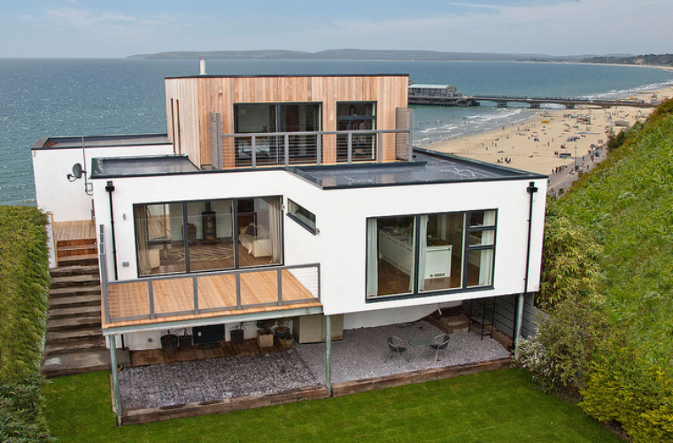 Barton-on-Sea House with gorgeous surroundings