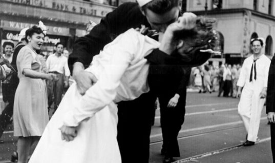 V-J Day Kiss: A Photo That Transcends Time