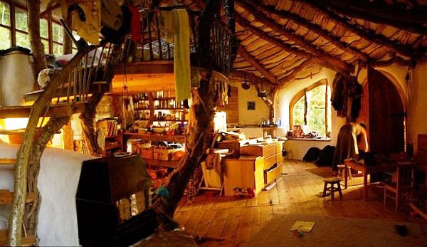 a piece of the shire on earth the hobbit house funny pictures quotes memes funny images. Black Bedroom Furniture Sets. Home Design Ideas
