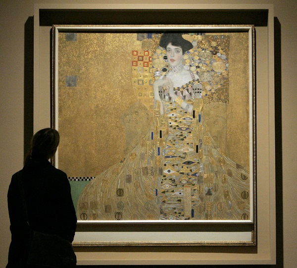 Woman in gold painting