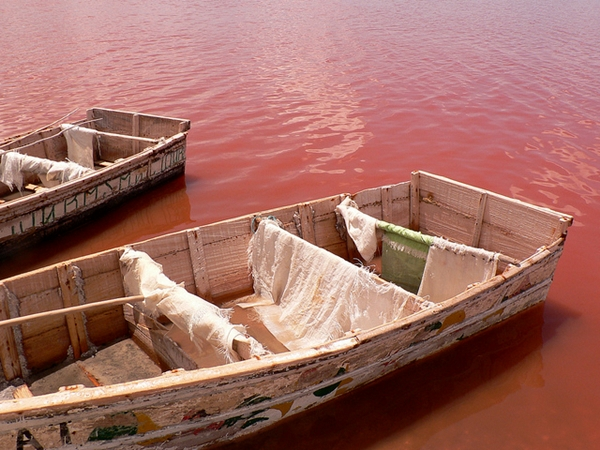 Lake Retba pink color