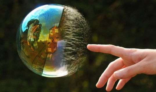 Photographer Richard Heeks Captures Amazing Reflections on Soap Bubbles