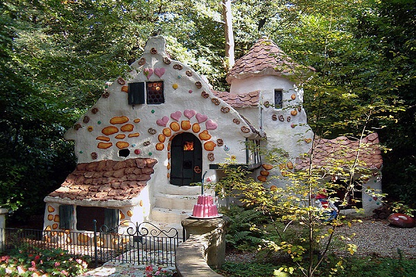 fairytale-homes-hansel-and-gretel
