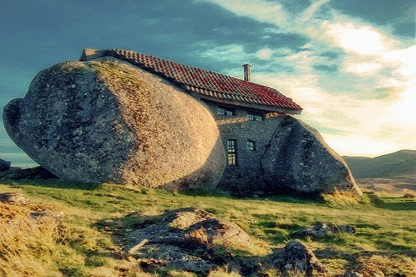 fairytale-house-stone-age