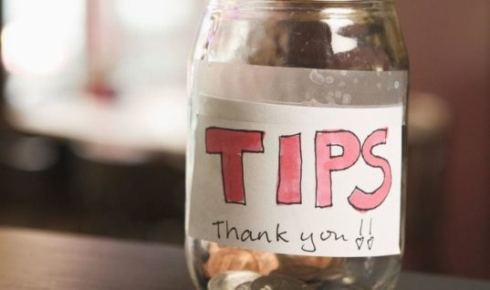 Waiter Gets Frustrated When Customers Tip Him Poorly, Doesn't Expect This Surprise Days Later